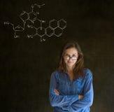 Leer wetenschap of chemieleraar met krijtachtergrond Royalty-vrije Stock Afbeelding