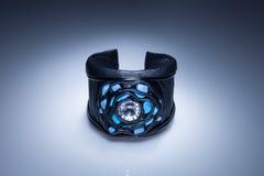 Leerarmband met diamant en blauwe turkooise stenen Royalty-vrije Stock Foto