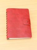 Leerdekking van rood notitieboekje Royalty-vrije Stock Afbeeldingen
