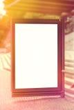 Leere Advertsing-Anschlagtafel im Freien auf Bushaltestelle Lizenzfreie Stockfotografie