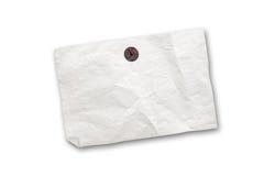 Leere alte Papieranzeige, die an verrostetem Stoßstift hängt stockbild