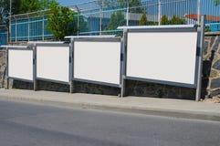 Leere Anschlagtafel draußen, Werbung im Freien Lizenzfreie Stockfotos