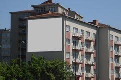 Leere Anschlagtafel draußen, Werbung im Freien Stockbilder