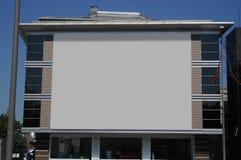 Leere Anschlagtafel draußen, Werbung im Freien Lizenzfreies Stockbild