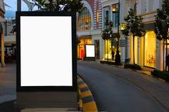 Leere Anschlagtafeln Istanbuls für die Werbung von Plakat-Abend-Zeit lizenzfreie stockfotos