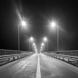 Leere Autobahn nachts Stockbild
