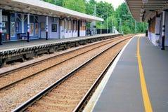 Leere Bahnstation stockfoto