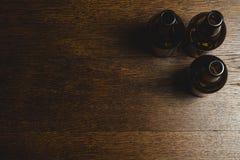 Leere Bierflasche stockfotos