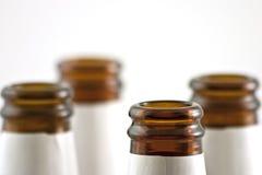 Leere Bierflaschenahaufnahme Stockbild