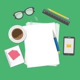 Leere Blätter Papier auf dem Desktop Vorbereitung für Arbeit, Anmerkungen oder Skizzen Ansicht von oben Lizenzfreie Stockbilder