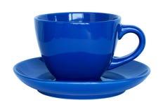 Leere blaue Tasse und Untertasse lokalisiert auf Weiß Stockbilder