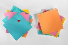 Leere bunte Papieranmerkungen. Lizenzfreie Stockbilder