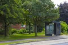 Leere Bushaltestelle in Greenleys, Milton Keynes Lizenzfreie Stockfotos
