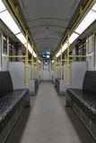 Leere BVG-Untergrundbahn U-Bahn/Metrozug in Berlin Stockbilder