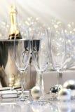 Leere Champagnergläser stockbilder
