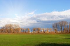 Leere Felder im Winter in der Landschaft Natur in Frankenthal - Deutschland stockfotografie