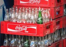 Leere Flaschen Coca Cola für bereiten auf Lizenzfreie Stockfotografie