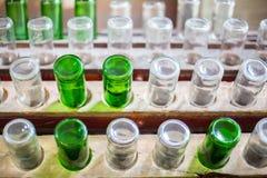 Leere Flaschen umgedreht Lizenzfreie Stockbilder