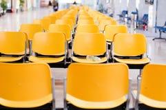 Leere Flughafenstühle Stockfoto