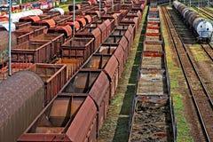 Leere Güterzüge an der Station Lizenzfreie Stockfotografie