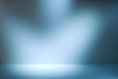 Leere Galeriewand mit Leuchten für Bilder und Anzeige Lizenzfreie Stockbilder