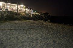 Leere Gaststätte nahe dem Meer Lizenzfreies Stockfoto