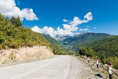 Leere Gebirgsstraße in Svaneti georgia Stockfotos