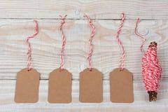 Leere Geschenk-Tags und Schnur Lizenzfreie Stockbilder