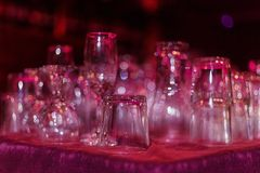 Leere Gläser und Schalen 02 Stockbild
