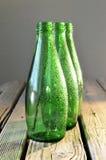 Leere grüne Flaschen Lizenzfreie Stockfotos