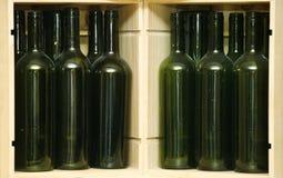 Leere grüne Flaschen Stockbilder