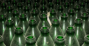 Leere grüne Glasflaschen Stockbilder