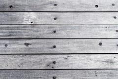 Leere hölzerne gemalte weiße Tischplatte, hellfarbiger hölzerner Beschaffenheitshintergrund, Weinleseplanken mit altem natürliche Lizenzfreie Stockfotografie