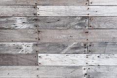 Leere hölzerne gemalte weiße Tischplatte, hellfarbiger hölzerner Beschaffenheitshintergrund, Weinleseplanken mit altem natürliche Stockfoto
