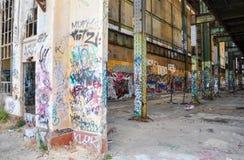 Leere Hülle von alten Maschinenhaus-Ruinen Lizenzfreies Stockfoto