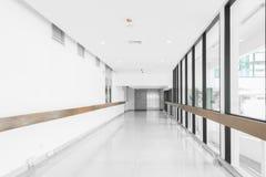 Leere Halle im Krankenhaus stockfoto