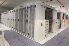 Leere Halle von Servertürmen Lizenzfreie Stockbilder