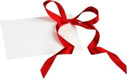 Leere Karte mit einem roten Band gebunden in einen Bogen Stockfotografie