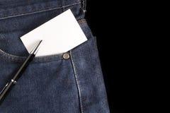 Leere Karte und Stift an den Jeans Lizenzfreie Stockfotografie
