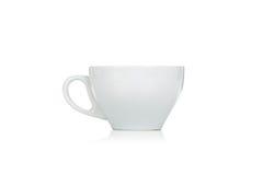 Leere keramische weiße Kaffeetasse auf Weiß Lizenzfreie Stockfotos