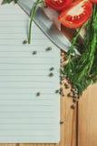 Leere Liste mit Gemüse herum Lizenzfreie Stockfotografie