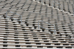 Leere Metallfußball-Stadion-Zuschauertribünen Stockbilder
