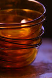 Leere orange Glasschüsseln Stockfoto