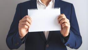 Leere Papiernahaufnahme des Geschäftsmannes lizenzfreies stockfoto