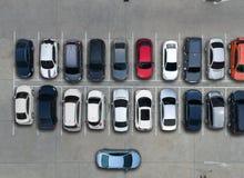 Leere Parkplätze im Supermarkt, Vogelperspektive Stockfoto