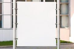 Leere Plakat-Modell-Schablone Unbelegtes Anschlagtafelzeichen stockfotos