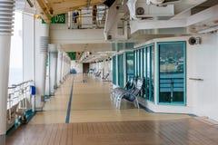 Leere Plattform des Luxuskreuzschiffs Stockfotografie