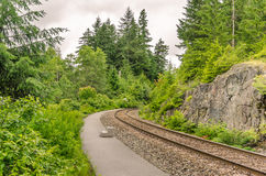 Leere Plattform an einer ländlichen Station Stockfotografie