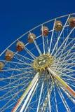 Leere Riesenrad herein Bayern gegen klaren blauen Himmel stockfotos