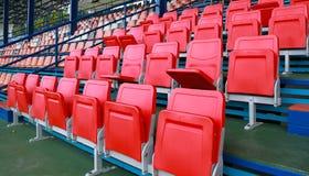 Leere rote Sitze Stockfotos